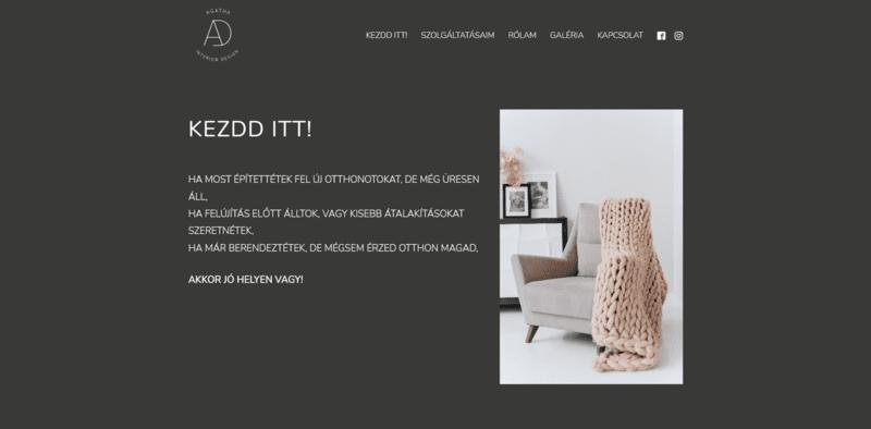 Szürke hátterű weboldal fehér betűkkel és egy képpel, amin egy fotel van félig letakarva egy ruhadarabbal.